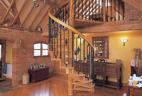 traditional-wood-spiral-staircase