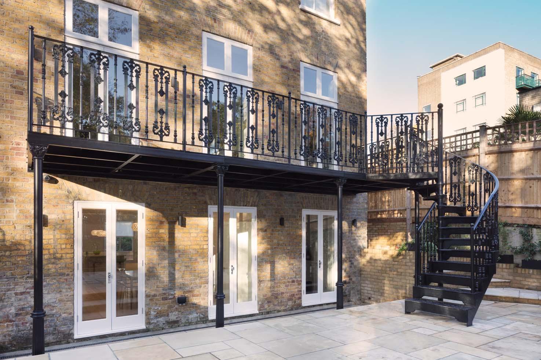 London Balcony Victorian Splendour British Spirals