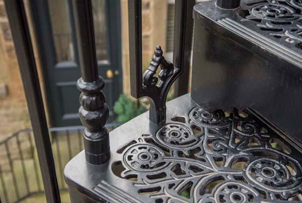Cast aluminium staircase tread