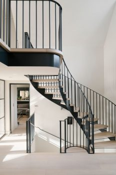 SHEL-05 – Steel and Oak Helical Staircase